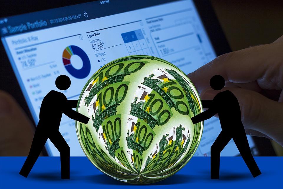 Граждане Российской Федерации стали чаще расплачиваться банковской картой